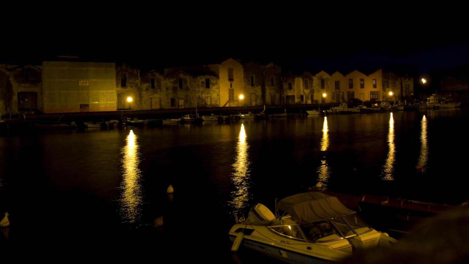 Bosa by night