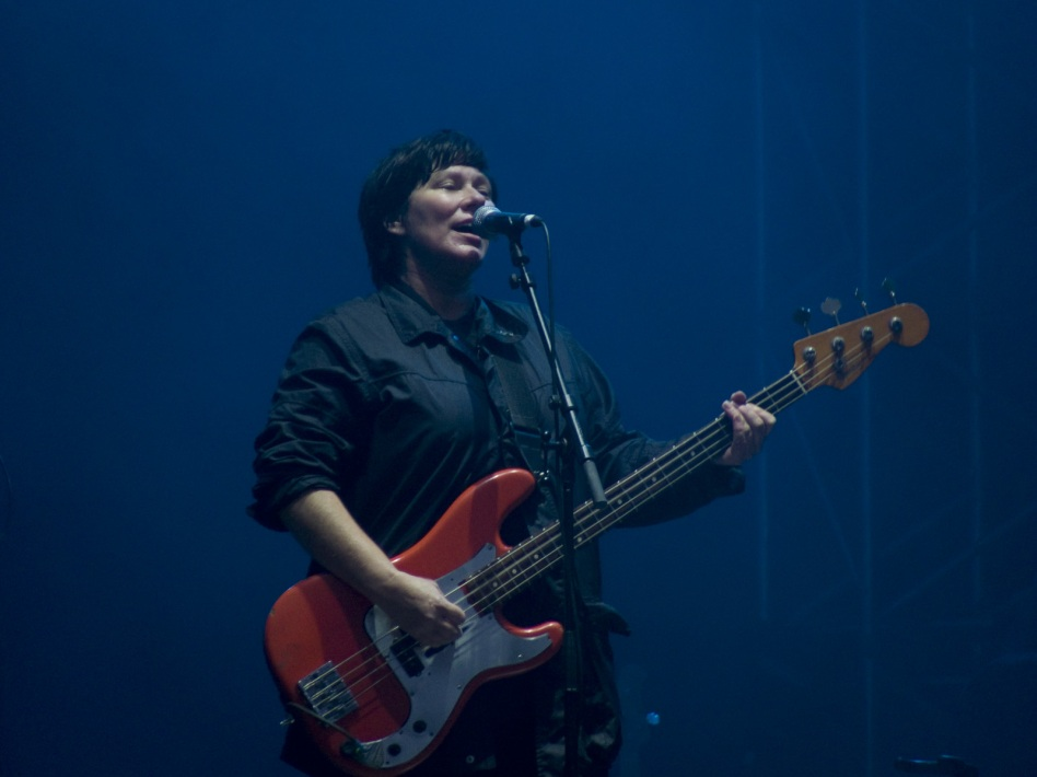 Kim Deal sjunger Gigantic