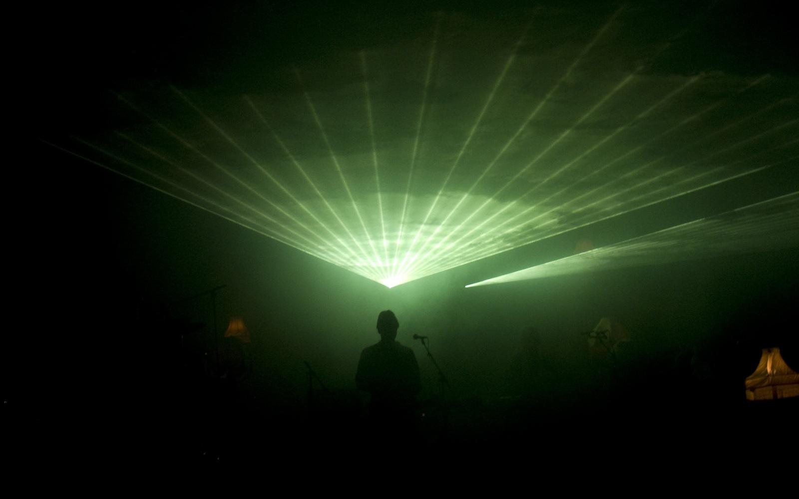 Fever Ray - konstig mössa & laser