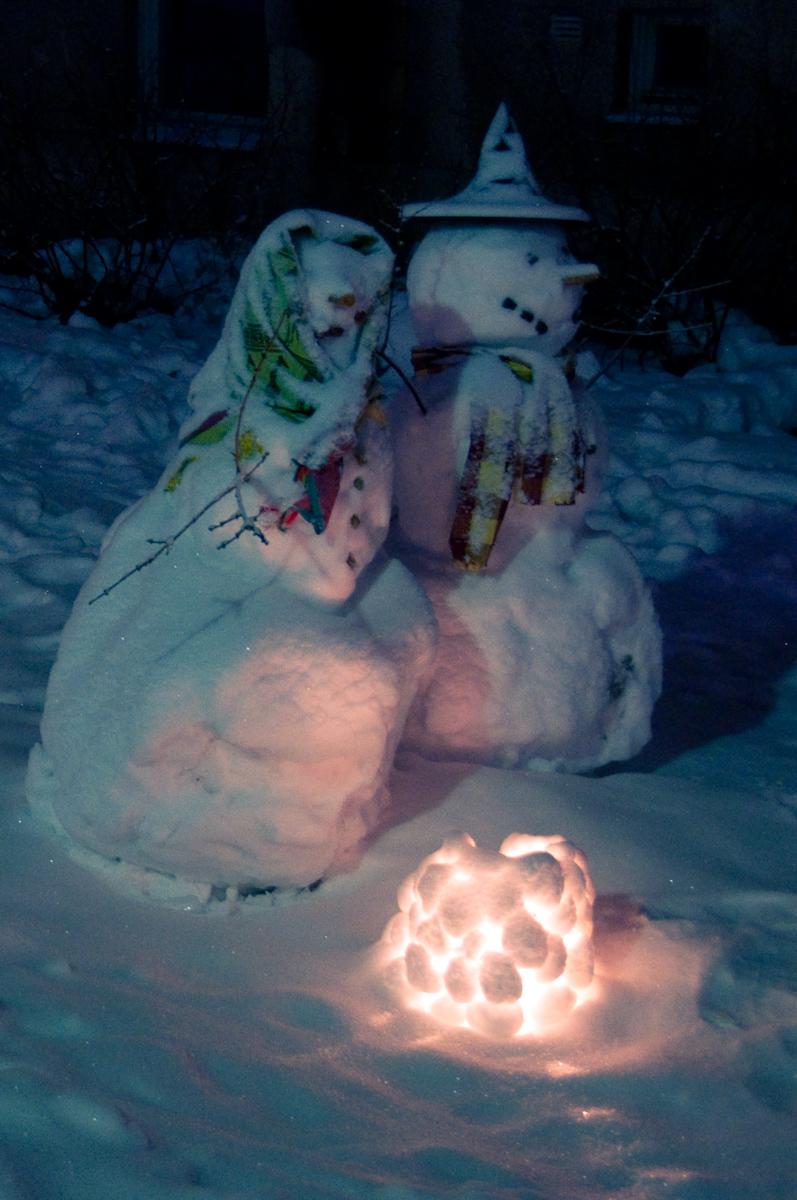 Snögubbe snögumma och snölykta
