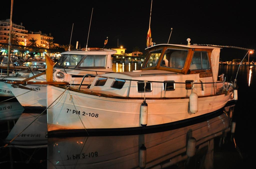 Båt i Alcudias hamn