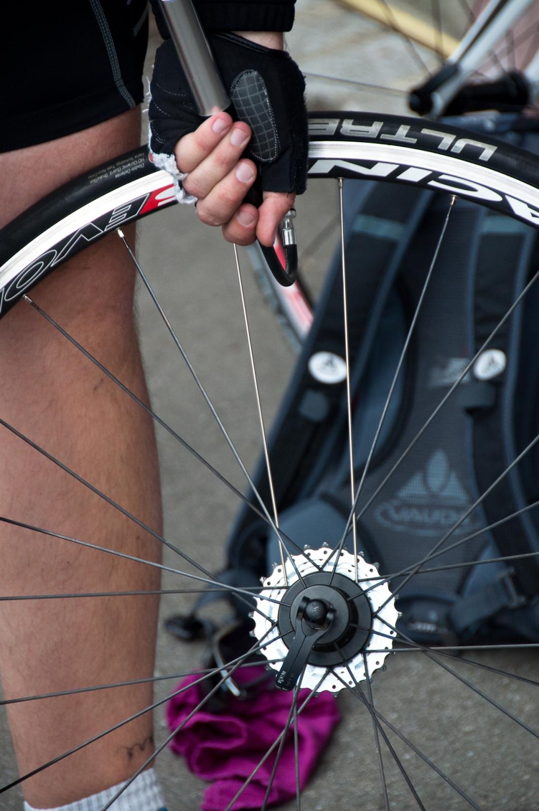 punka punktering flat tyre panne ultremo