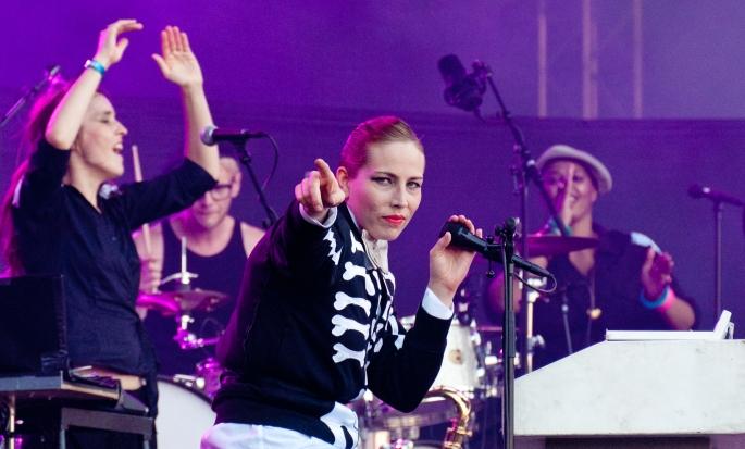 Jenny Wilsons performance, popens motsvarighet till Ajax totalfotboll