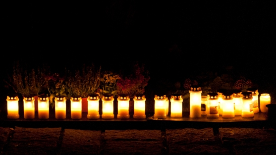 Gravljus på Skogskyrkogården, allhelgona