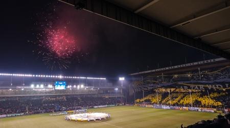AIK-Napoli på Råsunda - Tifo 2 och fyrverkeri (utanför arenan smart nog!)
