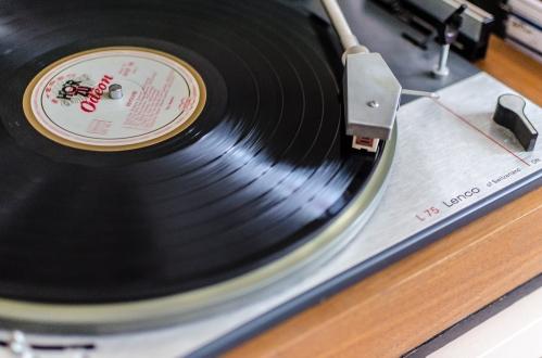 Lenco + Beatles (Nikkor 28mm 1:2.8)