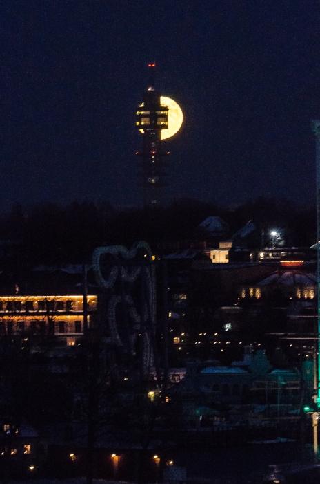 Supermånen och Kaknästornet
