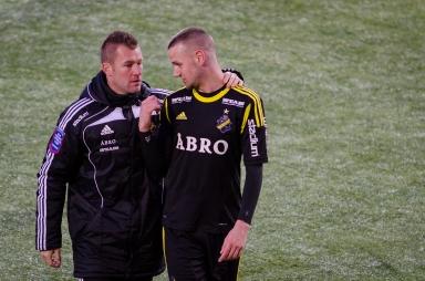 Milosevic förklarar för Lee Baxter vad Strömbergsson är för typ