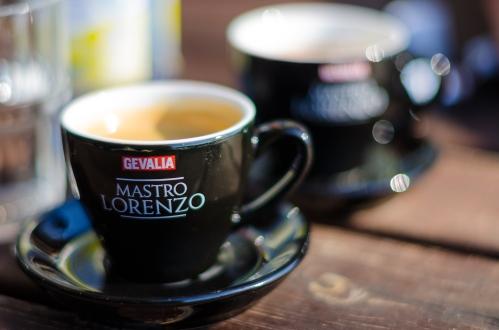 Två dubbla espresso på Hellasgården