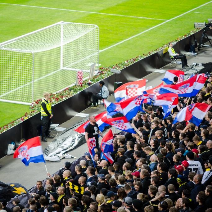 Kroatiska flaggor på Norra Stå
