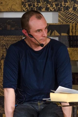 Johan Hilton dekonstruerar Dagnys relationer