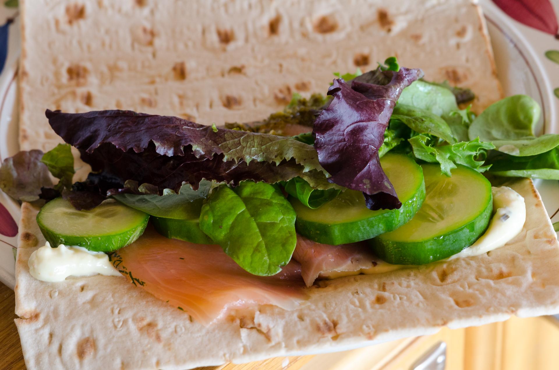 Laxsmörgås på tunnbröd