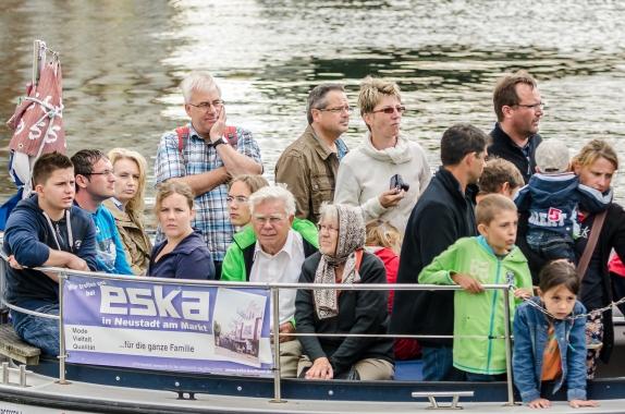 Överlastad turistbåt