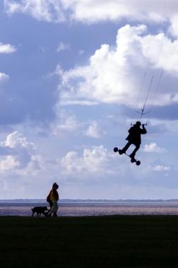 Kiteboardare vs hundtant
