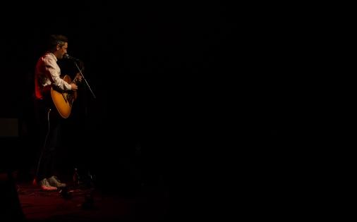 Ludwig Bell på ett mörkt Debban Medis