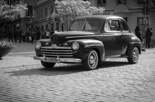 En krigsskyltad Ford Super Deluxe, garanterat skttebefriad