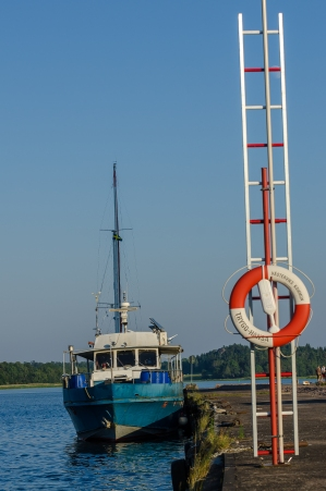 Enda fartyget i Gamleby hamn
