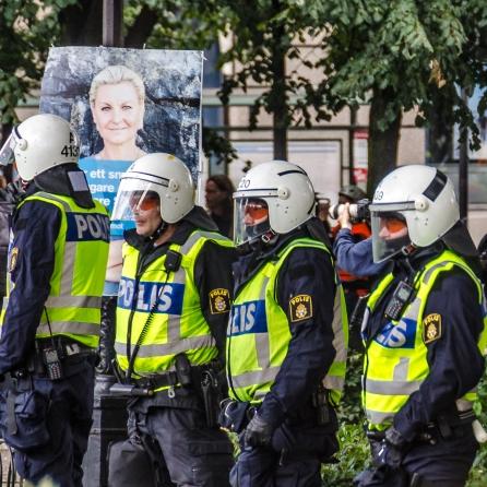 Kravallpolisen och dess skyddshelgon S:t Ledarskribent