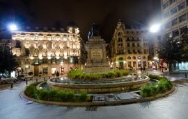Flådig busshållplats i Granada