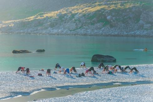 Yoga-fest på Hauklands strand