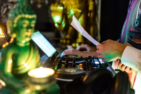 Exotistiskt DJ-bås