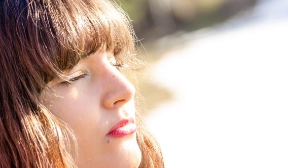 Sev chillar i solen i Kil