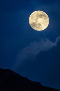 Fullmåne över bergen