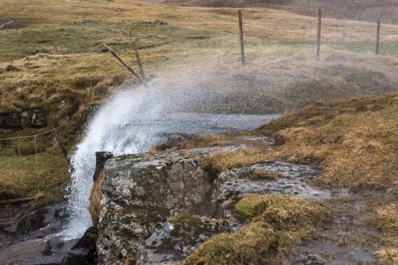 Man vet att det blåser när vattenfall går uppåt