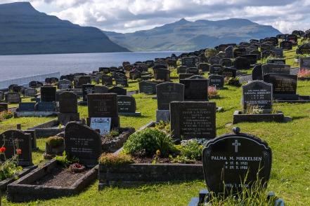 Nes kyrkogård