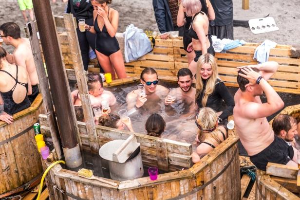 Varmt bad i duggregn