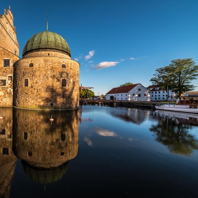 Västra tornet och gästhamnen
