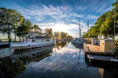 Kung Sverker lämnar hamnen för göta kanal-tur