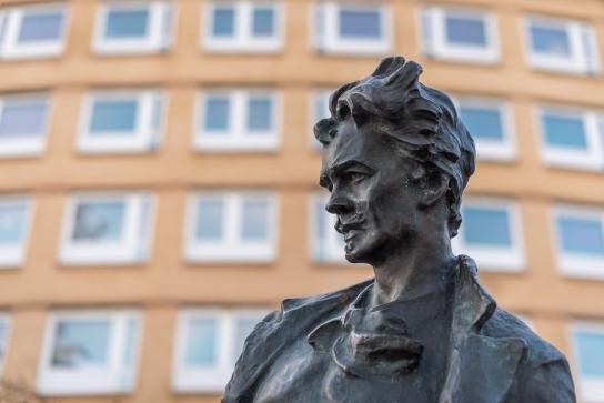 Strindberg står staty här också